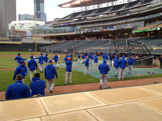41213 Mets stretching