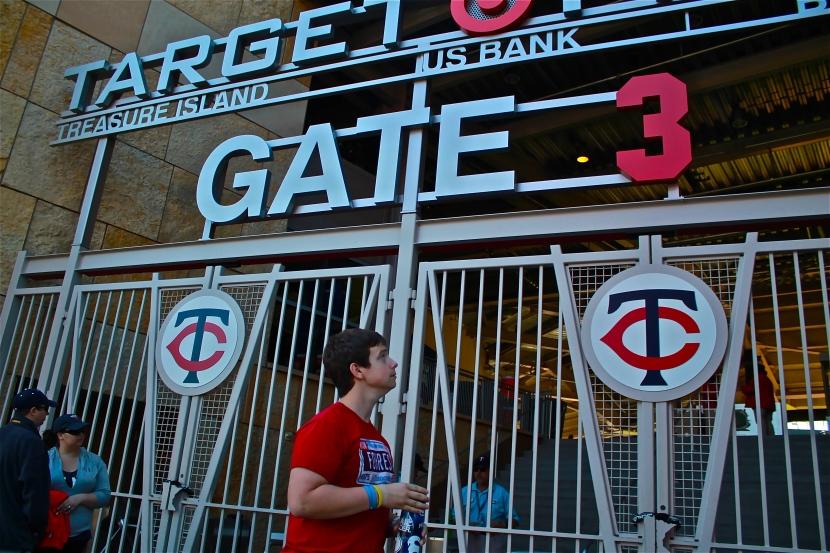 91313 Jonathan at Gate